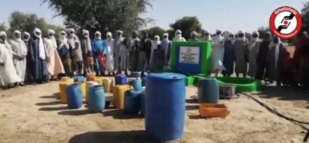 Wasserbrunnen in Tschad errichtet.